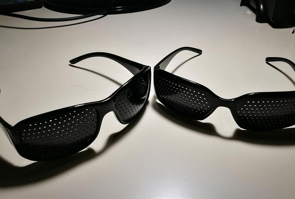 Pareja de gafas reticulares