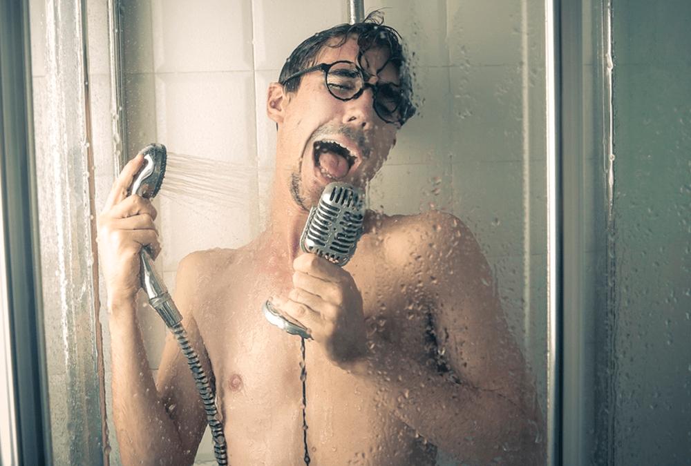 Cantando bajo la ducha